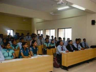 classroom-of-suryadatta-institute-of-business-management-and-technology